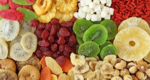 The Benefits of Dried Fruits and Nuts in a Bodybuilder's Diet
