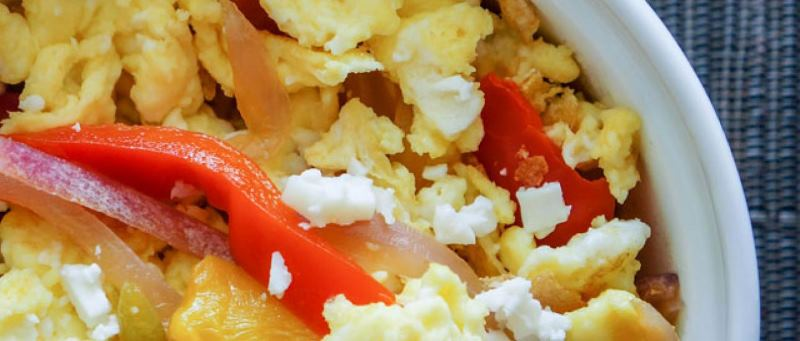 rainbow-veg-scrambled-eggs