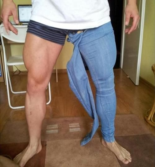 bodybuilders-trying-to-wear-skinny-jeans