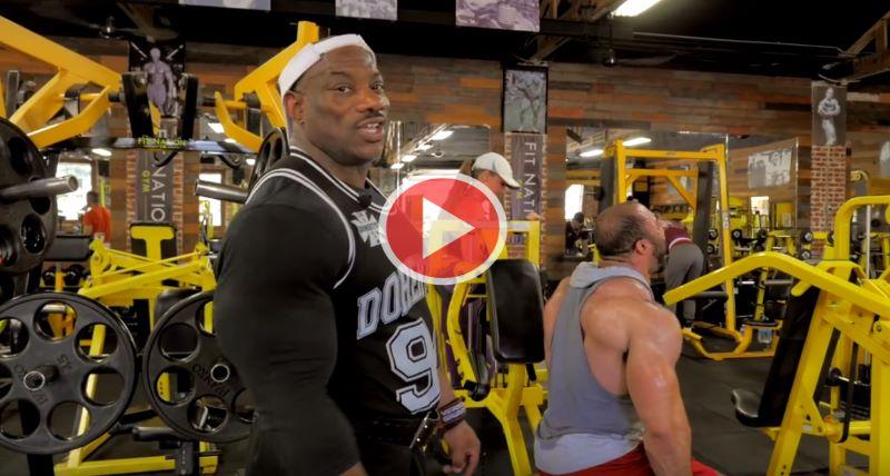 dexter-jackson-training-shoulders